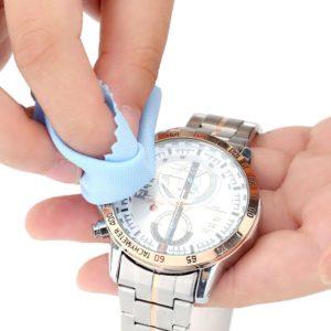 時計を磨く